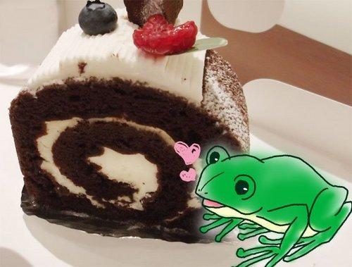 ロールケーキとカエル.jpg